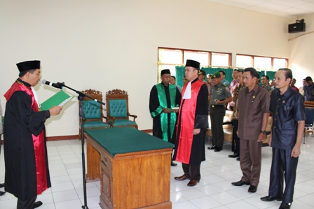Pengambilan Sumpah dan Pelantikan Jabatan Bapak Harun Yulianto , SH. sebagai Wakil Ketua Pengadilan Negeri Sengkang Klas IB